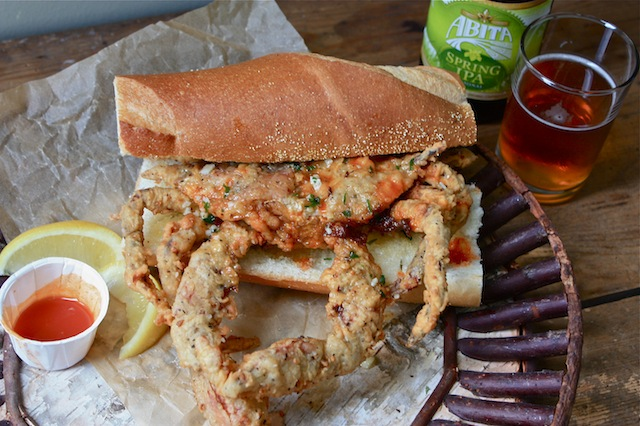 Fried_Soft-Shell-Crab_Poor_Boy[1]